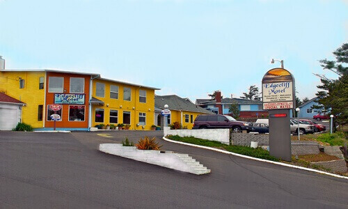 Edgecliff Motel entrance showing front office in Orange and yellow
