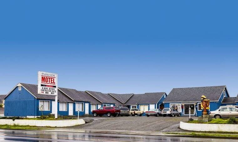 exterior Parkside Motel, blue with white trim and gray roof