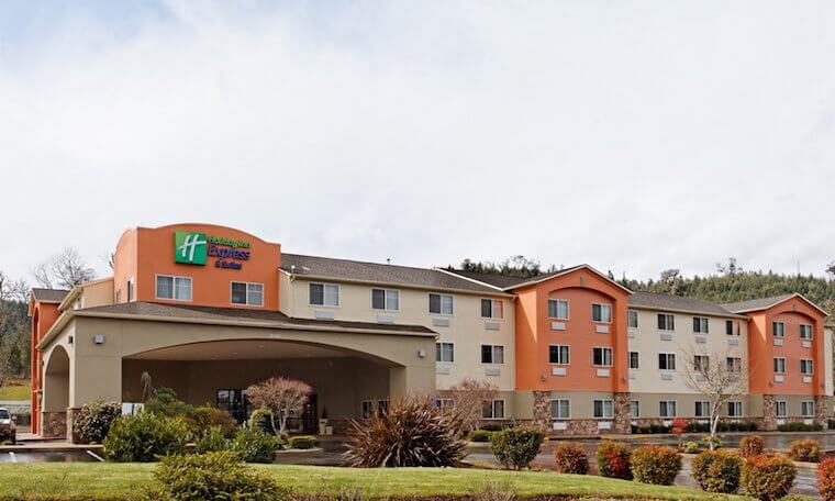 Front entrance Holiday Inn Express Canyonville